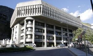 Vista exterior de l'edifici administratiu del Govern.