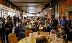 Comensals provant els diferents menús que es van oferir en la Mostra Gastronòmica.