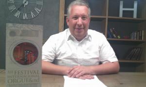 L'organista Gereon Krahforst va atendre els mitjans ahir a la tarda després de dues hores d'assaig a Sant Pere Màrtir.