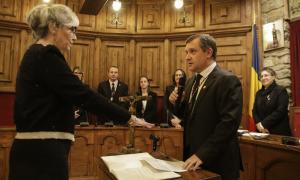 La interventora, Montserrat Neres, en el moment de jurar el càrrec.