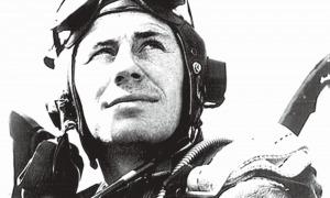 El capità Yeager, a finals de 1944 a la cabina d'un Mustang P-51D.