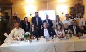Enric Dolsa, al centre, amb la resta de membres de la llista de X'Ordino, ahir.