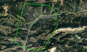 La línia verda marca la zona que no pot ser sobrevolada per drons ni parapent en determinades franges horàries.