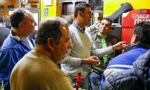 El número 2 de la llista de CC, Raül Ferré, a la trobada d'ahir amb els veïns de l'avinguda Sant Antoni.