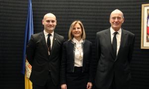 La consellera Núria Barquín, amb Jordi Vilanova i Miquel Aleix.