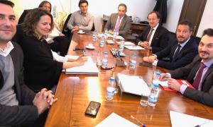 Un moment de la trobada entre els parlamentaris del PS i els dirigents de l'EFA.