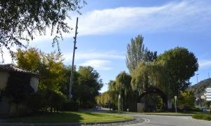 Els terrenys s'ubiquen a les proximitats del parc de bombers.