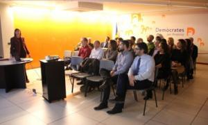 DA presenta als militants la reforma de la funció publica