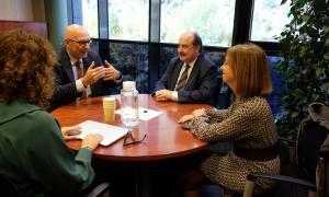 Un moment de la trobada entre els representants dels dos centres universitaris.