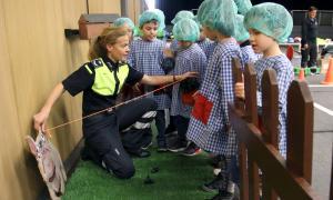 Agents de Circulació d'Escaldes-Engordany ensenyen els nens a circular amb seguretat