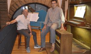 Jesús Gonzalo i José Luis Echechipía a l'església de Sant Pere Màrtir, ahir a la tarda.