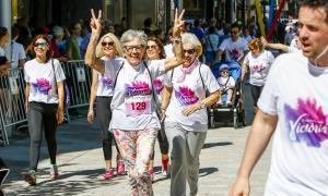 La cursa de la dona aplega majoritàriament dones però cada vegada hi ha més homes que hi prenen part.