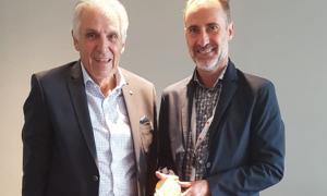 Fraissinet amb el president de la Creu Roja Francesa, Jean-Jacques Eledjam.