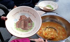 Un plat de l'escudella del Pas a punt per a ser omplert.