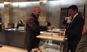 Joan Martínez i Sandra Codina van al Consell amb 'd'Acord' fent-los ombra