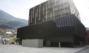 La plaça al costat de la Seu de la Justícia.