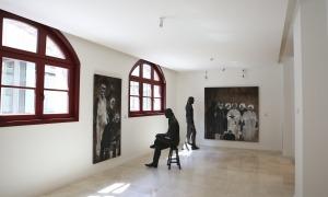 La planta baixa del Rosaleda, avui destinada a sala d'exposicions i que hauria d'encabir dependències de l'Arxiu.