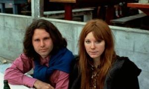 Morrison i la seva última xicota, Pamela Courson, la primavera del 1971 a París.