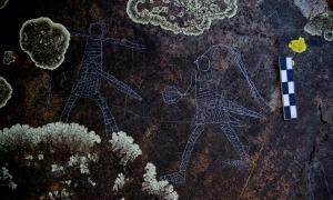 Guerrers medievals armats en ple combat, conjunt rupestre localitzat per Casamajor a Bixessarri.