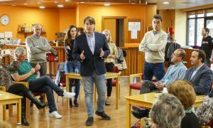 Els candidats de Ciutadans Compromesos en el berenar amb els jubilats de la Casa Pairal de la Massana.