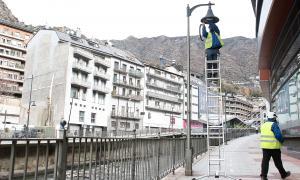 Els operaris ara se centren en el canvi de l'enllumenat al passeig del Riu.