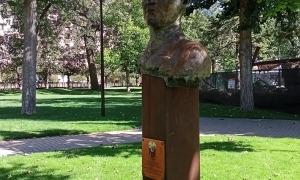 Bust en memòria de José Rizal, obra d'Àngel Calvente.