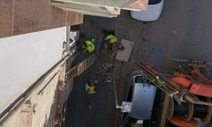 Peusa va tallar el subministrament elèctric de l'edifici de Plaça Europa.