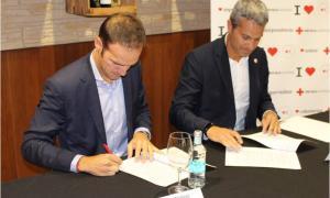 Daniel Martínez i Jordi Fernandez, durant la ratificació de l'acord, ahir.