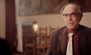 El compositor català Benet Casablancas, a la sala dels passos perduts de Casa de la Vall.