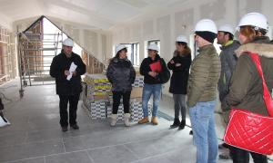 Un moment de la visita de les autoritats al nou centre sociocultural.