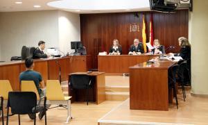 El fiscal apuja a vuit anys la petició per a l'acusat d'abusar d'una nena