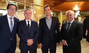 El president d'Skal Club Andorra acompanyat del guardonats, ahir a la nit.