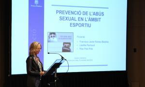 La secretària d'Estat d'Afers Socials i Ocupació, Ester Fenoll, durant la introducció de la xerrada.