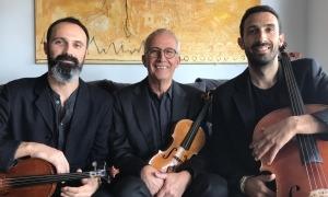 Gerard Claret, al centre, amb el seu Guillemí del 1767, acompanyat dels seus fills Jordi (violoncel) i Sergi (viola): tots tres són el Trio Claret.