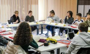 Els alumnes dels tres sistemes educatius van treballar ahir les propostes en comissió.