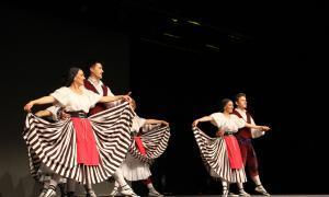 L'Esbart d'Andorra la Vella es posa de gala pels 35 anys
