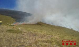 Un incendi crema 210 hectàrees de pastura a la Guingueta d'Àneu