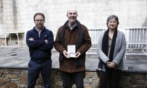 L'escriptor Joan Obiols, amb Marcel·lí Pasqual, de Salòria, i Àngels Xandri, d'Editorial Andorra. .