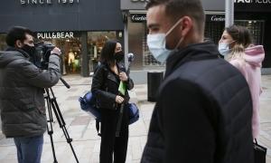 Periodistes realitzant el seu treball en un acte.