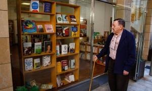 Antoni Morell va ser un dels primers clients a desfilar per l'últim local de la Puça, al carrer de la Llacuna, que va obrir al juny del 2019 i que tancarà el 27 de febrer.