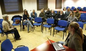 Un moment de la reunió de l'associació, ahir a la tarda a La Llacuna.