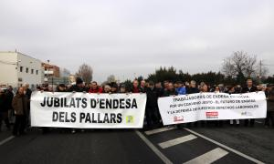 Unes 200 persones es van manifestar a les portes de l'estació de la companyia elèctrica.