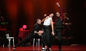 Guitarra alèctrica, acordió, violí, violoncel i ballarins: 'Passió i tangos', ahir a l'Auditori.