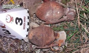 Les dues granades trobades en un habitatge d'Abella de la Conca.