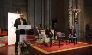 Bargalló intervenint en la inauguració del Congrés d'Educació i Entorn acompanyat de Batalla, Vilarrubla i Fierro.