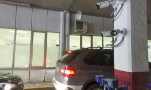 Una de les càmeres que s'han instal·lat en un dels carrils de la duana de la Farga de Moles.
