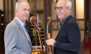 Els germans Claret; Lluís, amb el violoncel, i Gerard, amb el violí.