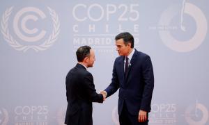 Xavier Espot amb el president en funcions del govern espanyol, Pedro Sánchez, ahir.