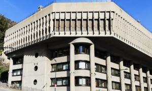 El concurs per construir l'edifici administratiu es va convocar el 1980 i es va inaugurar el 3 de juny del 1987. La plaça del Poble no és obra de Puig Torné, sinó de l'equip Espai qie comandava l'arquitecte Aleix Dorca Bis.