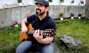 Juli Barrero, en el vídeo de 'Tornarem a trobar-nos', escrit, produït i publicat durant el desconfinament.